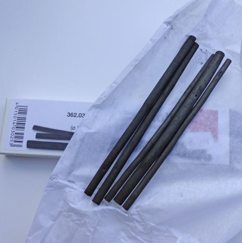 Charcoal, set of 5 sticks.