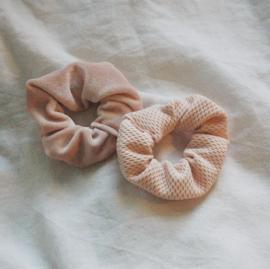 set 2 scrunchies light pink velvet + light pink tricot