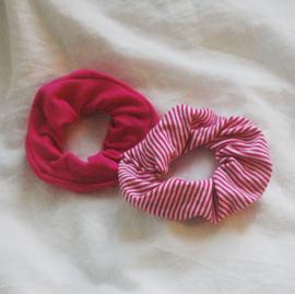 set 2 scrunchies dark pink + stripes dark pink/white