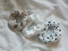 set 3 scrunchies tan + white + polka dots