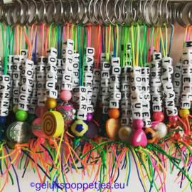 Handgemaakte dubbele gelukspoppetjes sleutelhangers per 25 stuks