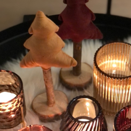 Fluwelen kerstboompje in kaneel
