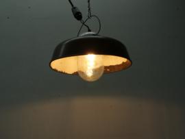 Mooie oude industriële hanglamp