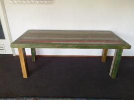 Tafel gemaakt van oude metselprofielen