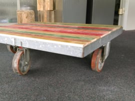 Salontafels van gerecycled hout