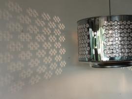 Hanglamp gemaakt van gerecyclede wasmachinetrommel
