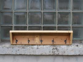Kapstokken van gerecycled hout