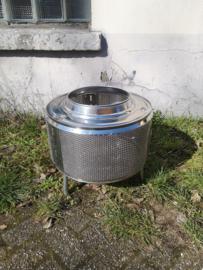 Vuurkorf gemaakt van een oude wasmachinetrommel.