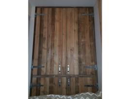 Diverse artikelen van gebruikt hout