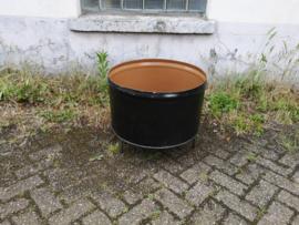 Vuurkorf gemaakt van oude olievaten zwart
