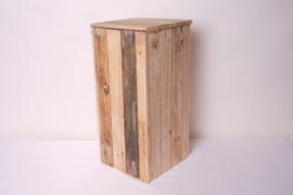 Opbergzuil gemaakt van pallethout