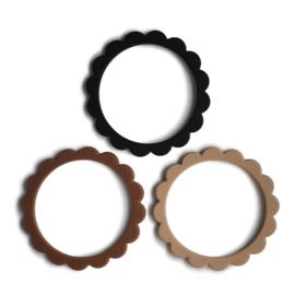 Mushie | bijtring mama armband - flower black/natural/caramel