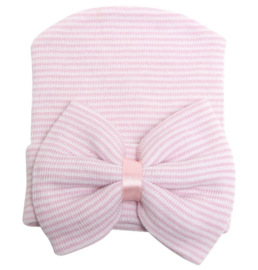 Geboorte mutsje met strik roze