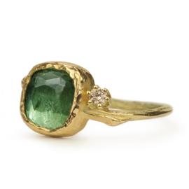 Gouden Tiny Blossom met groene toermalijn en champagne diamant - verkocht