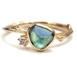 Gouden Tiny Blossom ring met groene toermalijn en diamant