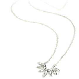 Zilveren collier en hanger met handgemaakte sluiting