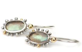 Zilveren oorhangers met labradoriet