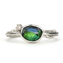 Witgouden Tiny Blossom ring met groene toermalijn en diamant - verkocht