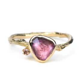 Gouden Tiny Blossom ring met roze toermalijn en bruine diamant