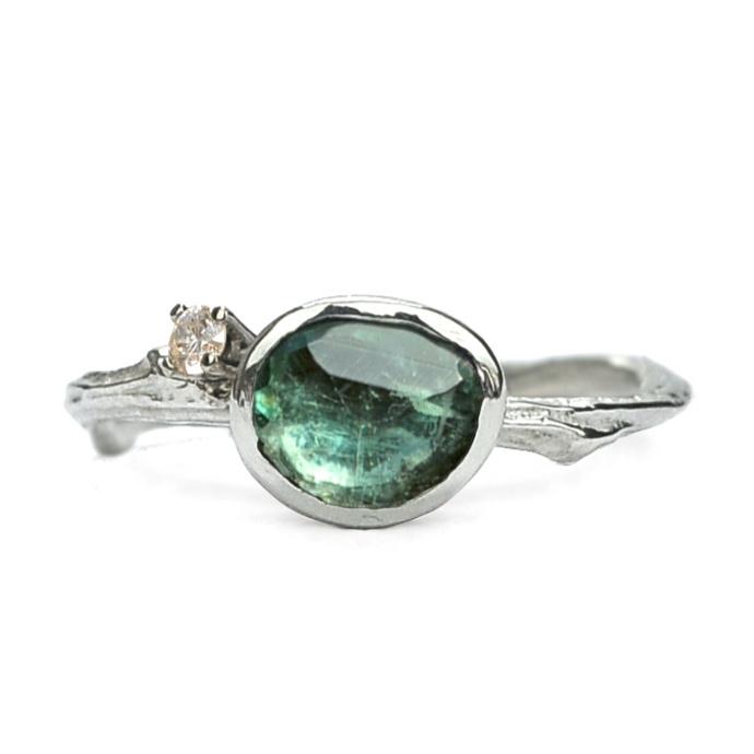 Zilveren Tiny Blossom ring met groene toermalijn en diamant