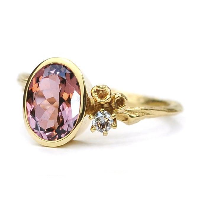 Gouden Blossom ring met peach-pink toermalijn en diamant