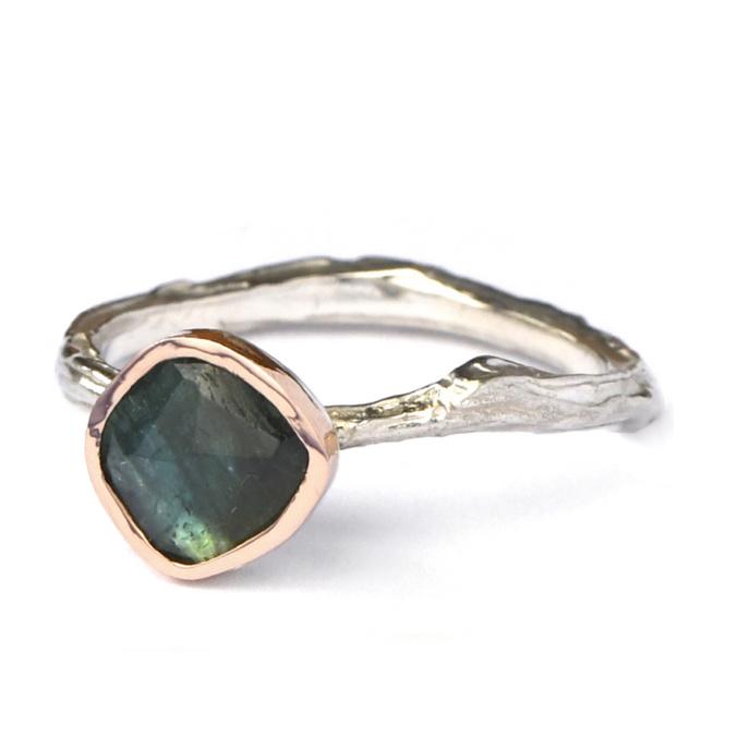 Zilveren structuur ring met groene toermalijn in roodgoud - verkocht