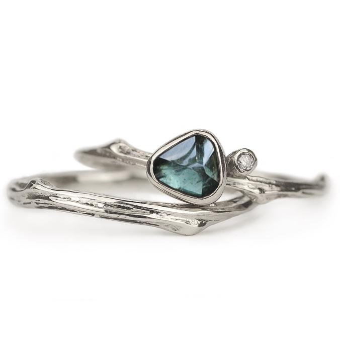 Witgouden trouwringen met saffier en diamant