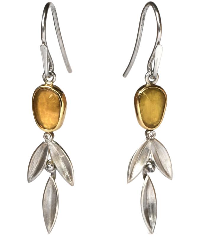 Zilveren Osiris oorhangers met toermalijn en bruine diamant gezet in goud