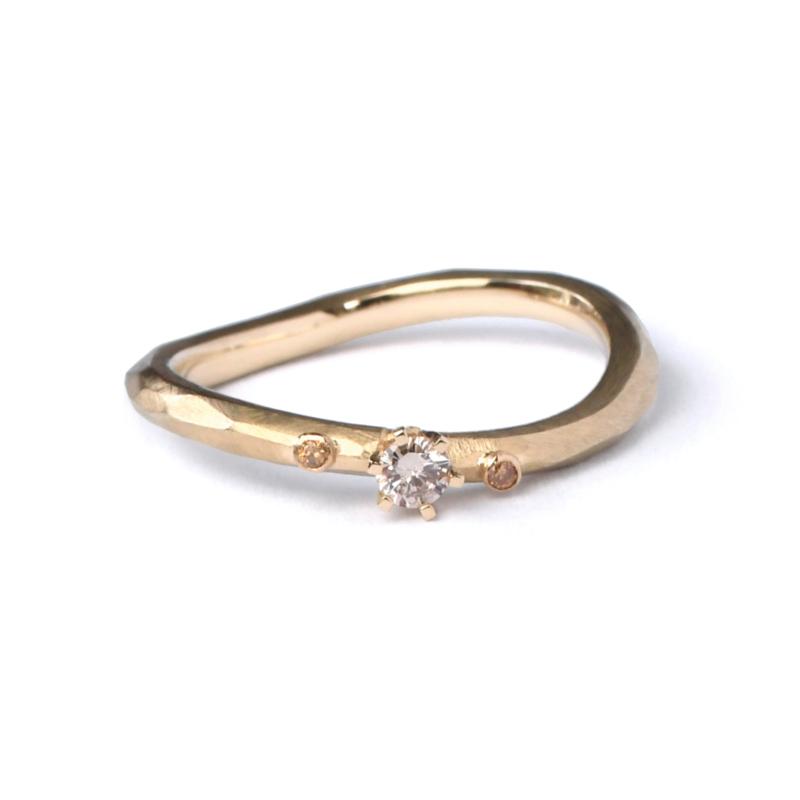 Gouden facet ring met bruine en gele diamant