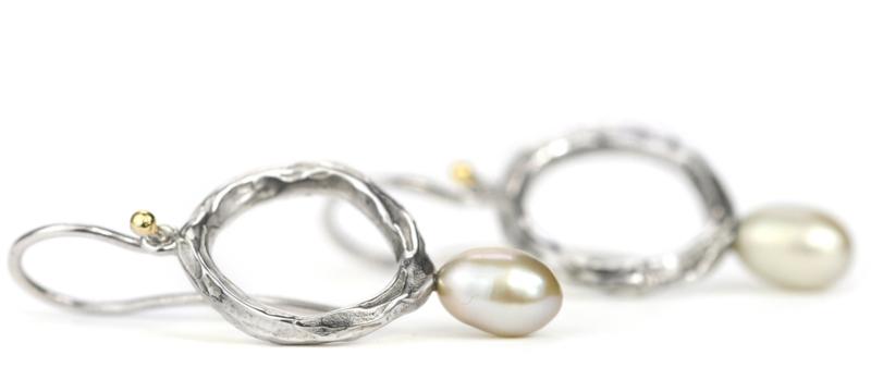 Zilveren oorhangers met grijze zoetwaterparels
