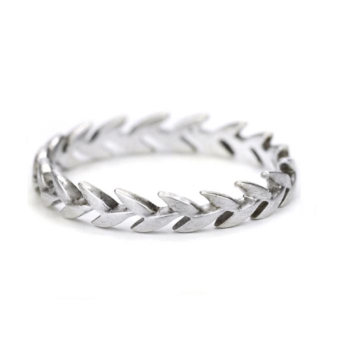 Zilveren ring met bladmotief