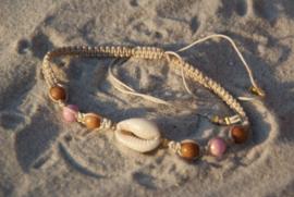 Enkelbandje met schelpje, kralen en macramé