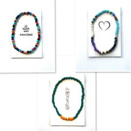Wit Wens/Gift kaartje met Masai Beads armbandje