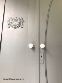 Brocante drie deurs kledingkast Finn