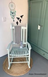 Brocante schommelstoel voor Wilma