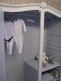 Brocante Queen Anne tweedeurs kledingkast voor Ilse