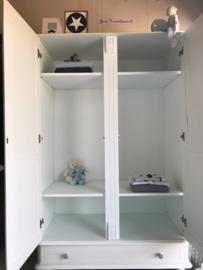 Landelijke kledingkast voor Nynke