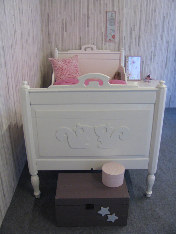Antiek juniorbed Julia