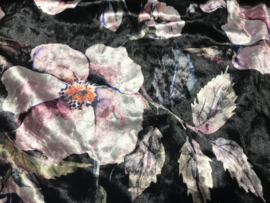 Stretch Fluweel op travel zwart bloem