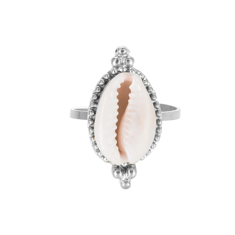 Zilveren ring met cowrieschelp
