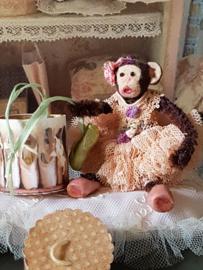 Ballerina Lieselotte het aapje, hoog 8 cm.