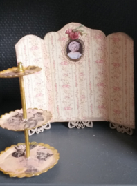 Dressing screen or table screen, 1:24, 8 cm. high x 8 cm. wide, number 7