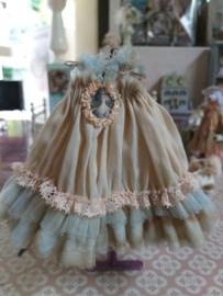 Romantisch jurkje met licht blauwe tule en dames / vrouwen portretje, maat XL