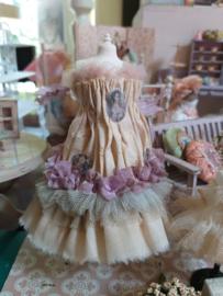 Jurkje met lila en licht blauwe strook, maat L/ XL, met roze tule schouderbandjes