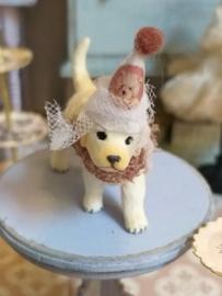Golden puppy met feest hoedje 3 cm.