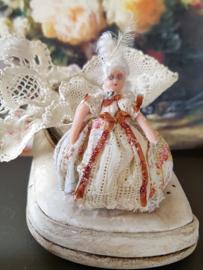 Juliette, half-doll, hoog 4 cm.,  Antiek look poppetje