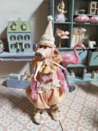 Ik ben Pip de Piggy, ik ben 11 cm. zonder mijn muts!