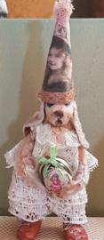 Bobo, konijntje met nostalgisch paasei, hoog 8 cm.