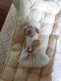 Baby konijntje, Bo Bunny, met strikje 4,5 cm.
