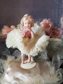 Ballerina Lotje,  hoog 9 cm.